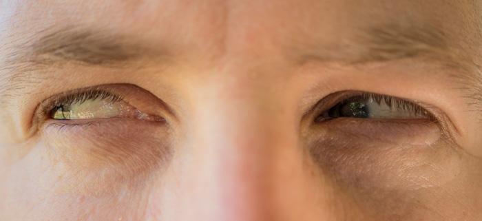 Глаза завидующего человека