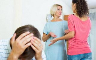 Что делать, когда свекровь вмешивается в воспитание детей: советы психолога
